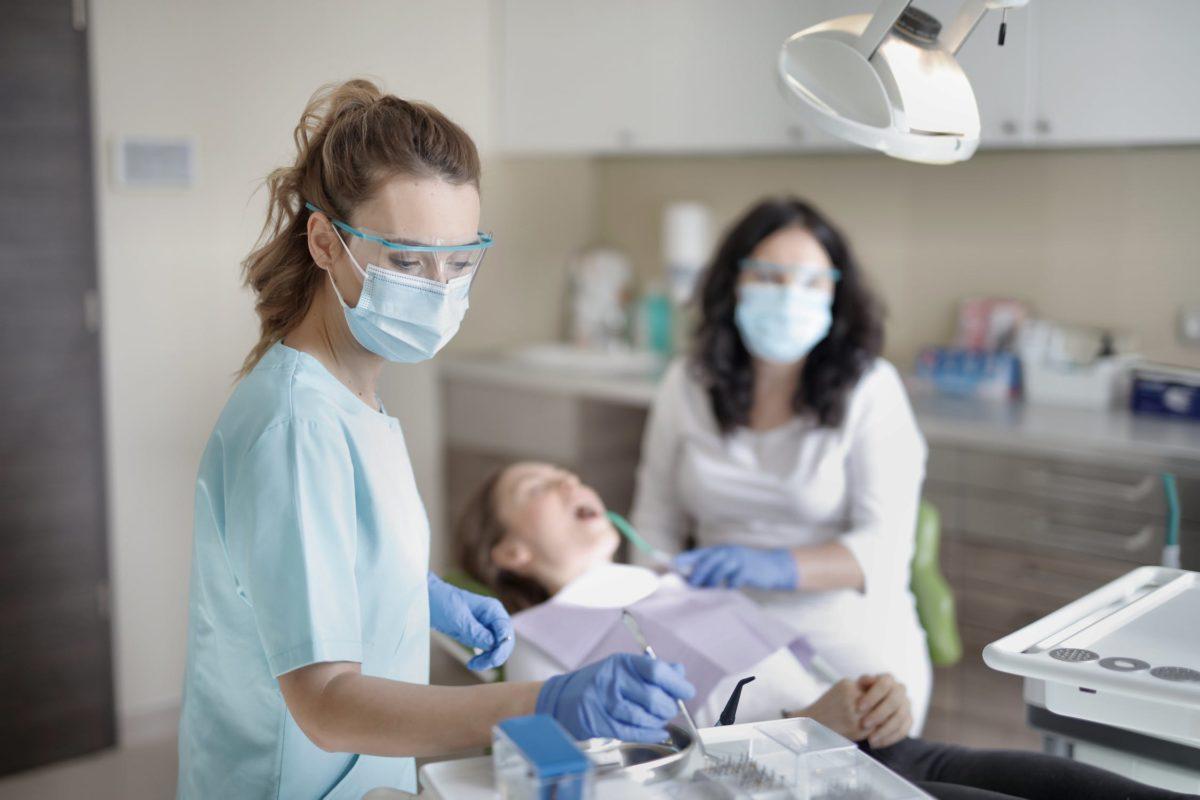 Rekomendacijos dėl COVID-19 ir būtinosios odontologinės pagalbos